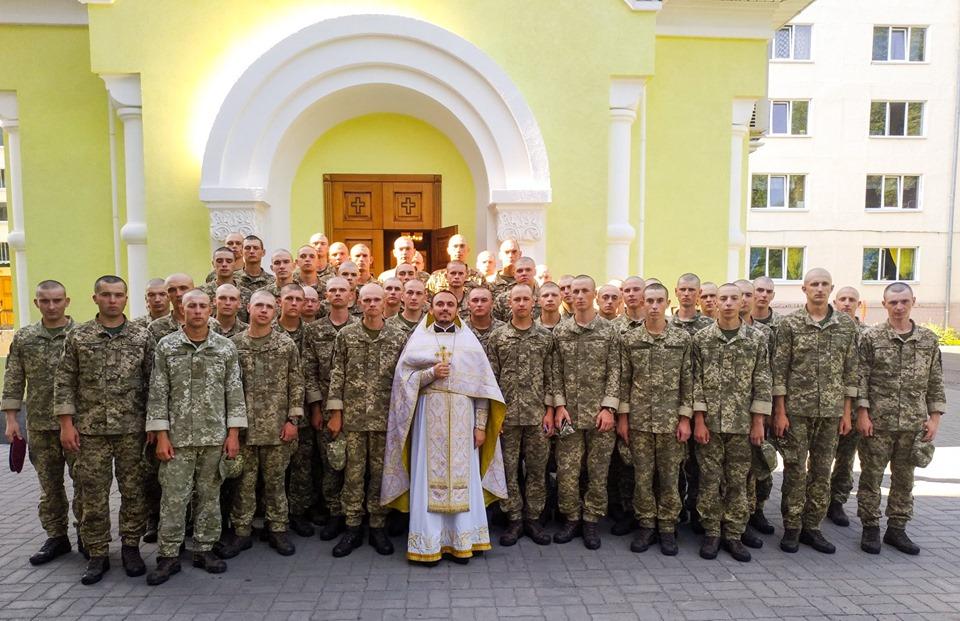 Капелан Андрій Гуль благословив присягантів Окремого президентського полку