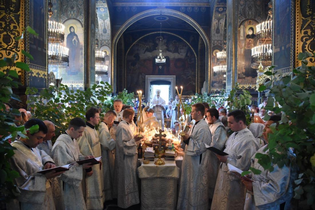 Богослужіння у Троїцьку поминальну суботу