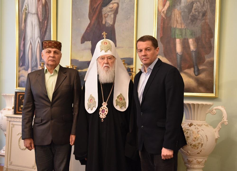 Патріарх Філарет зустрівся з журналістом і політв'язнем Романом Сущенком