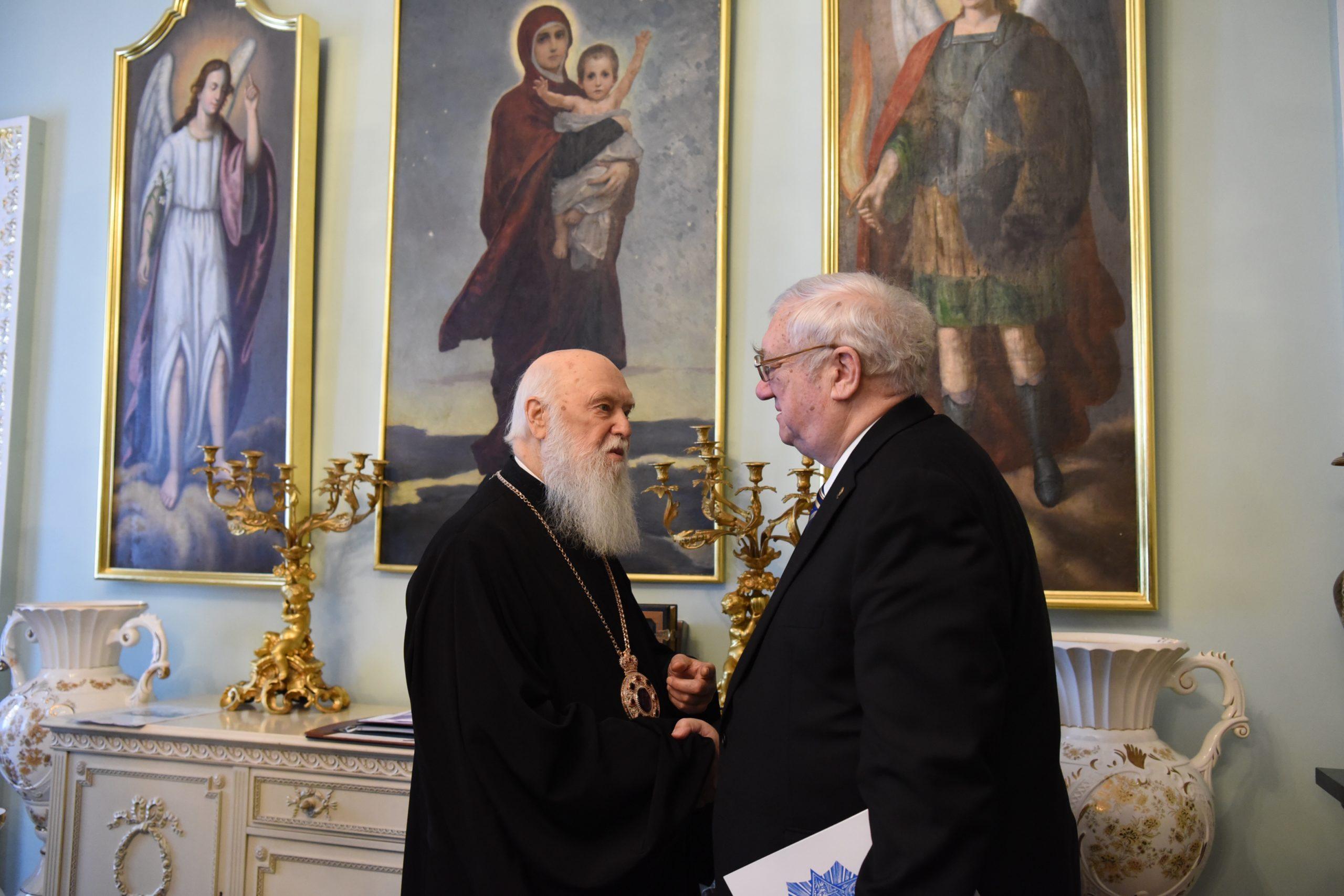 Патріарх Філарет привітав письменника і дипломата Юрія Щербака з 85-річчям з дня народження