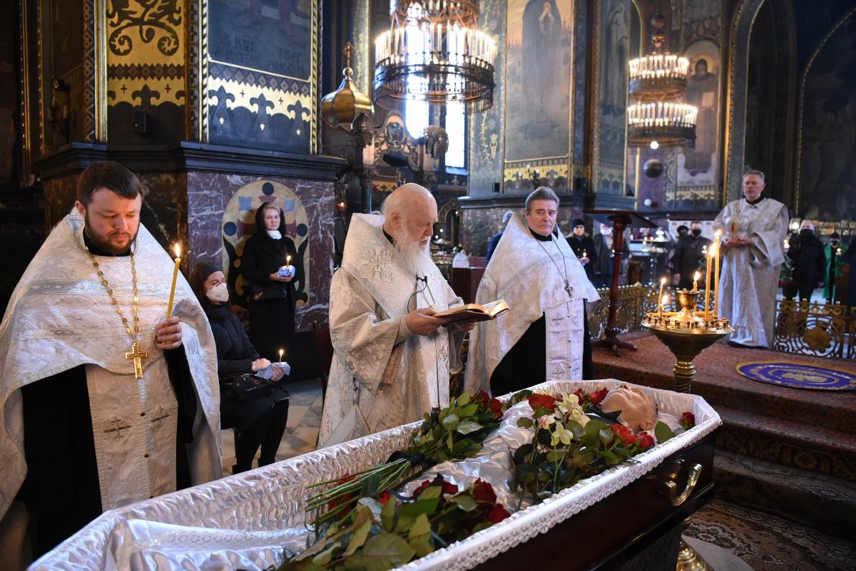 Патріарх Філарет звершив чин похорону народного артиста України Анатолія Мокренка