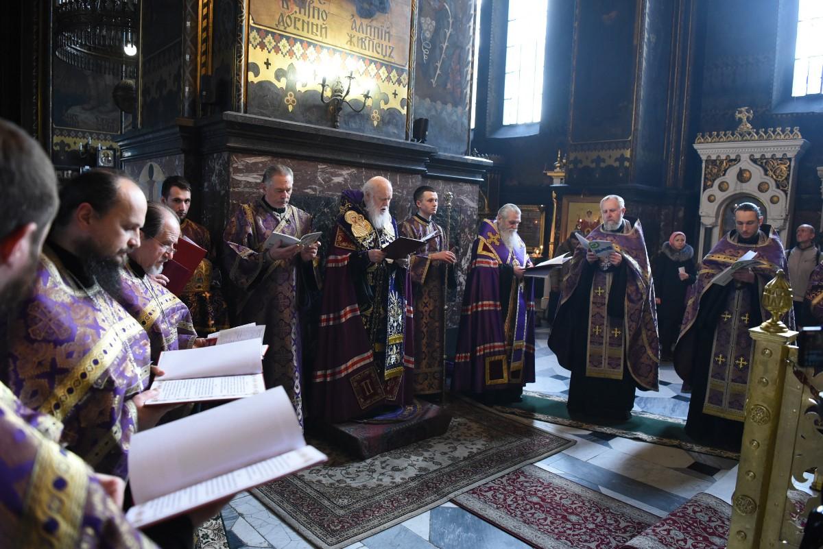 Патріарх Філарет очолив читання акафісту святому священномученику Макарію