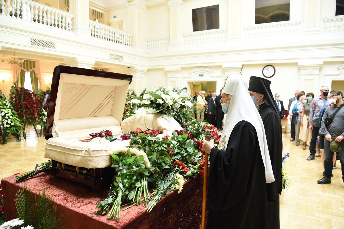Патріарх Філарет попрощався з Героєм України Борисом Патоном