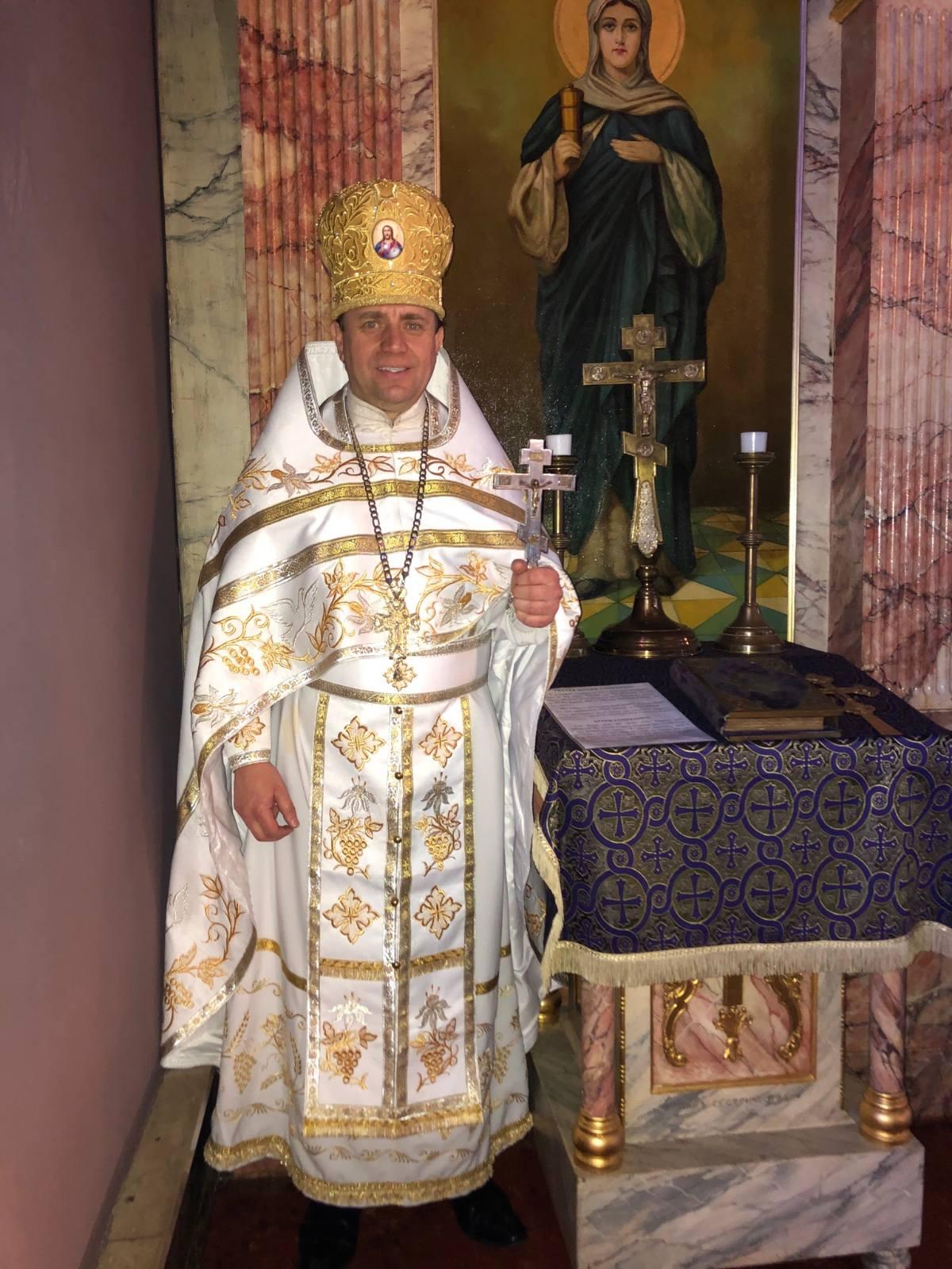 Настоятель ставропігійної парафії у м.Філадельфія (США) протоієрей Богдан Згоба пожертвував книги до бібліотеки ВПБА