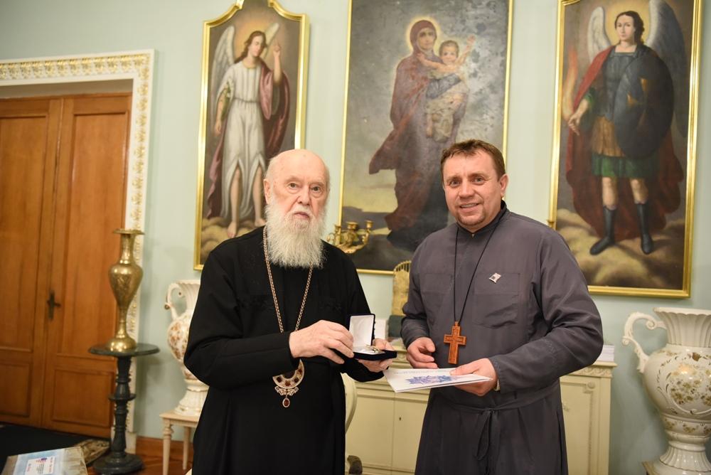 Предстоятель зустрівся з настоятелем ставропігійної парафії м. Філадельфія (США)