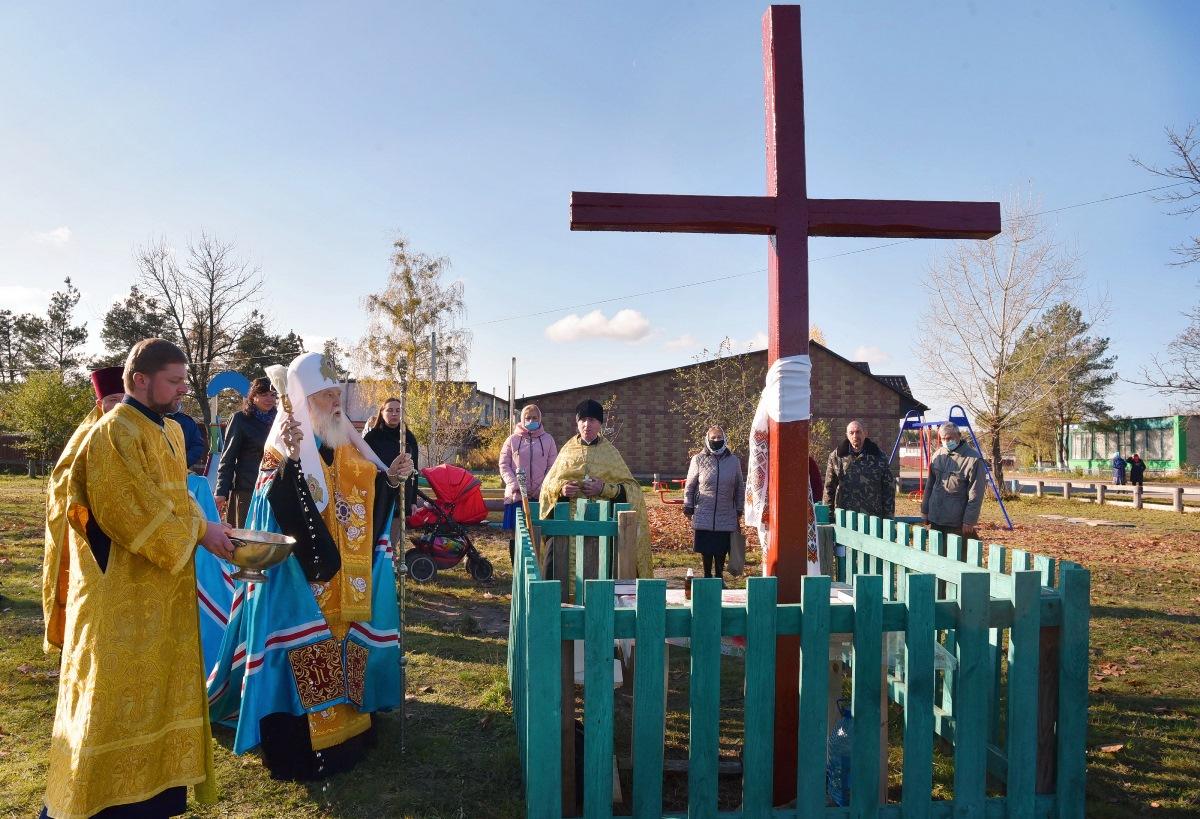 Патріарх Філарет звершив чин освячення хреста та наріжного каменю майбутнього храму у смт. Томашгород на Рівненщині