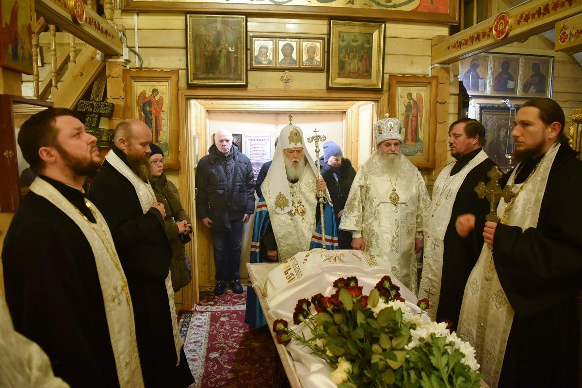 Патріарх Філарет попрощався із новопреставленим протоієреєм Сергієм Станкевичем