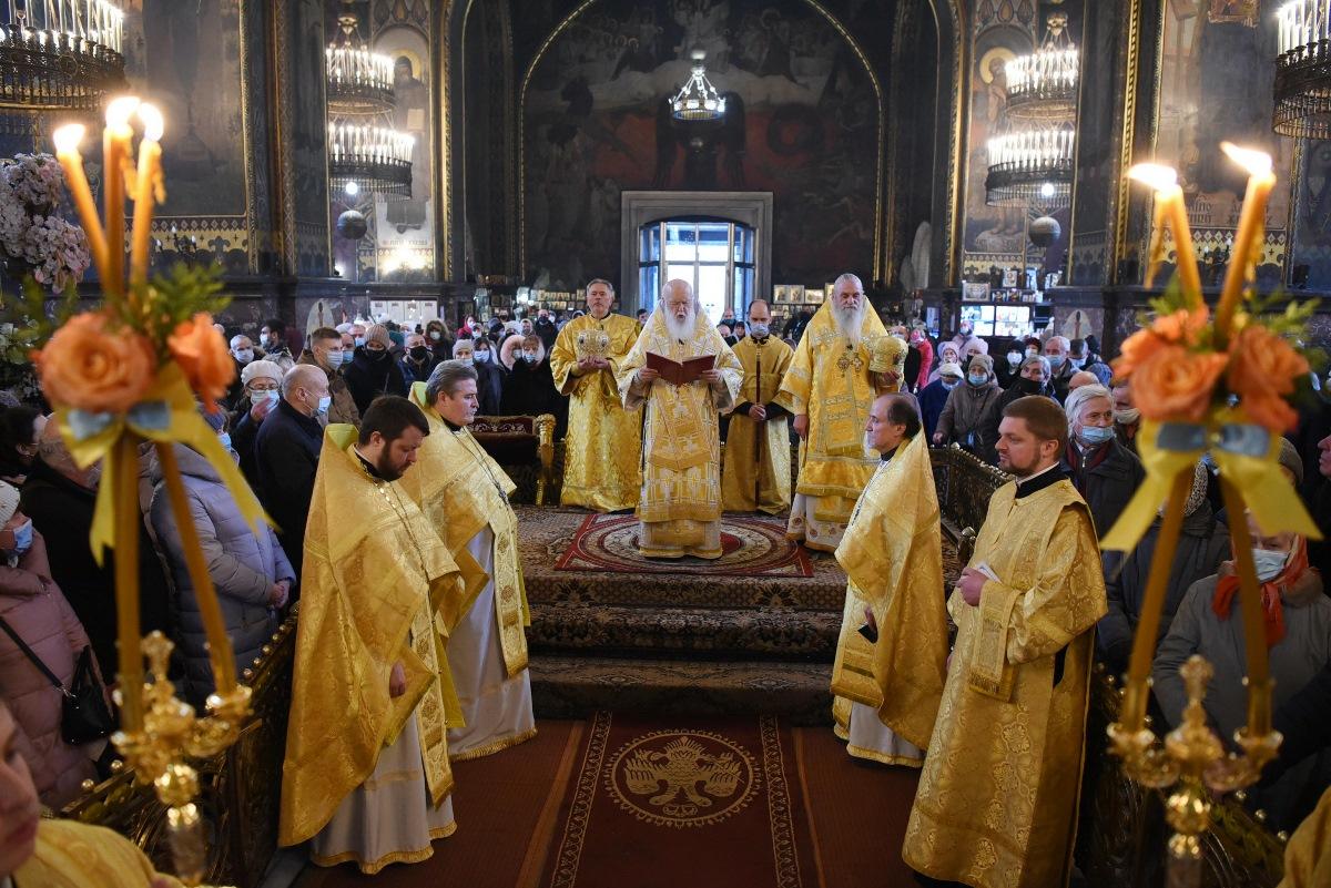 У день пам'яті святителя і чудотворця Миколая Патріарх Філарет звершив Літургію у Володимирському соборі