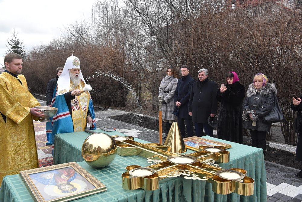 Патріарх Філарет освятив хрест на храм рівноапостольної княгині Ольги у м. Києві