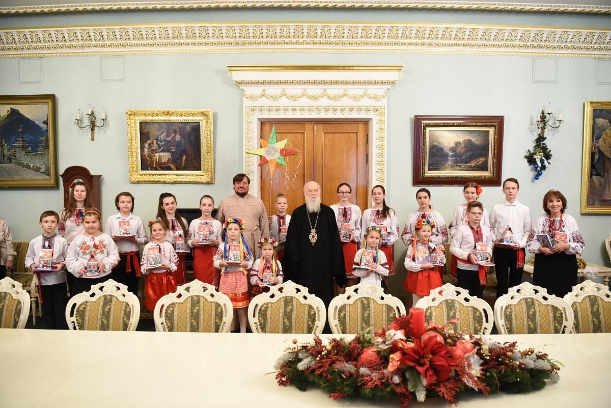 """Дитячий хор """"Пектораль"""" та парафіяни смт. Клавдієво-Тарасове привітали Патріарха Філарета зі святом Різдва Христового"""