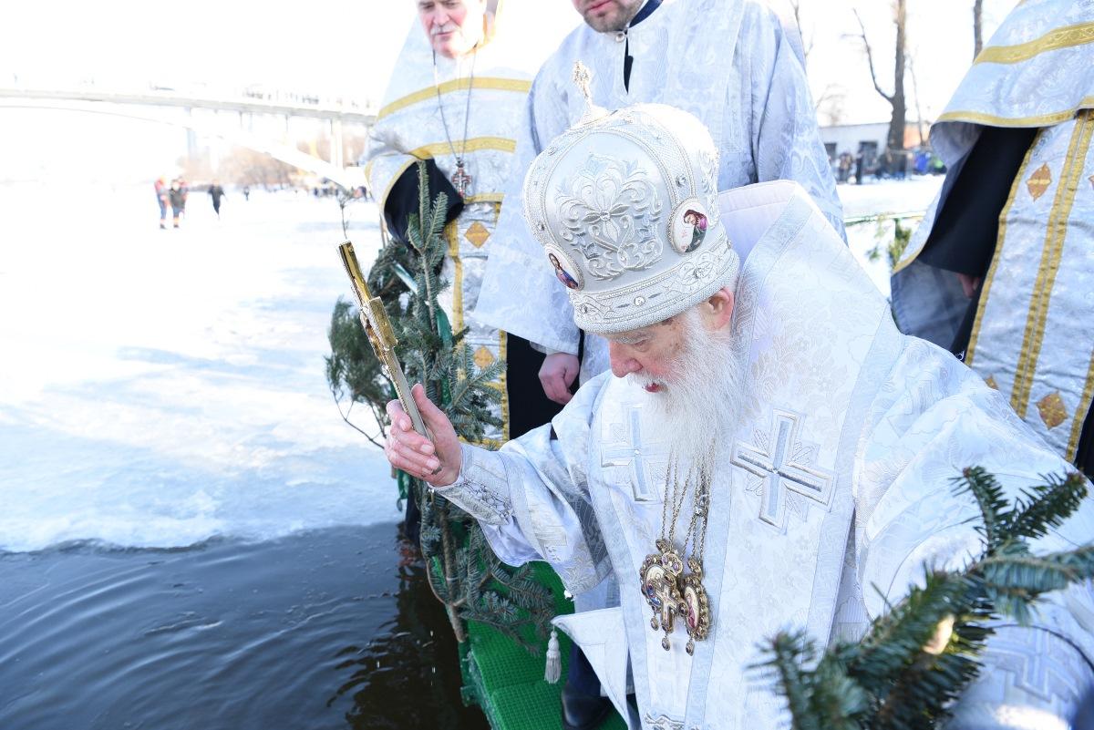 Предстоятель Київського Патріархату освятив води Дніпра