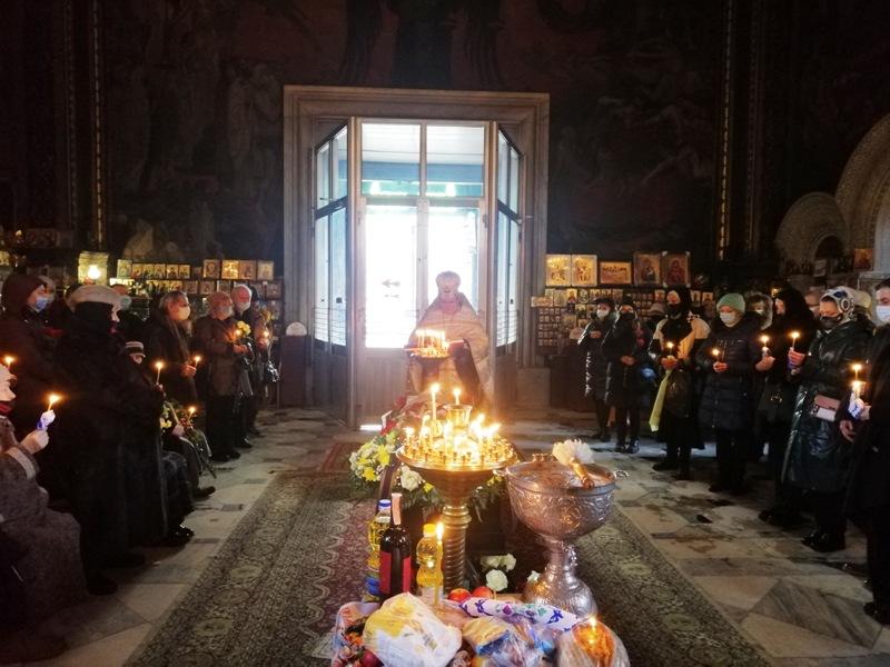 У Володимирському соборі звершили чин похорону української художниці-шістдесятниці Людмили Семикіної