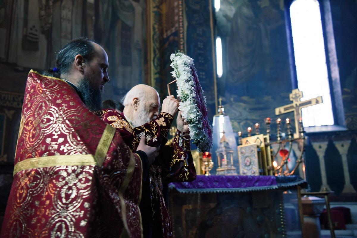 Святійший Патріарх Філарет звершив Всенічне бдіння з чином винесення Хреста Господнього