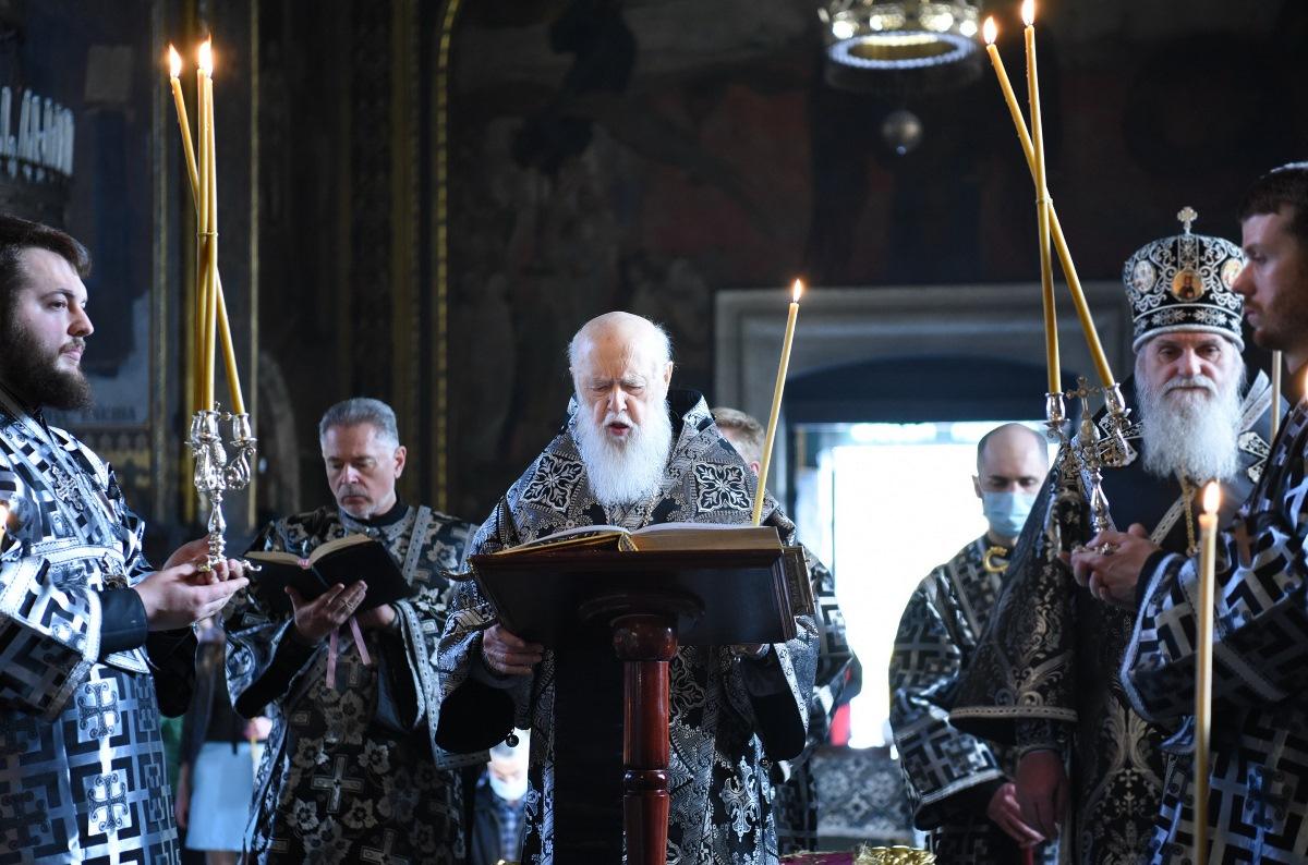Патріарх Філарет звершив утреню з читанням 12-ти Страсних Євангелій