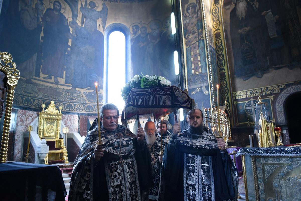 Святійший Патріарх Філарет звершив вечірню з винесенням Плащаниці