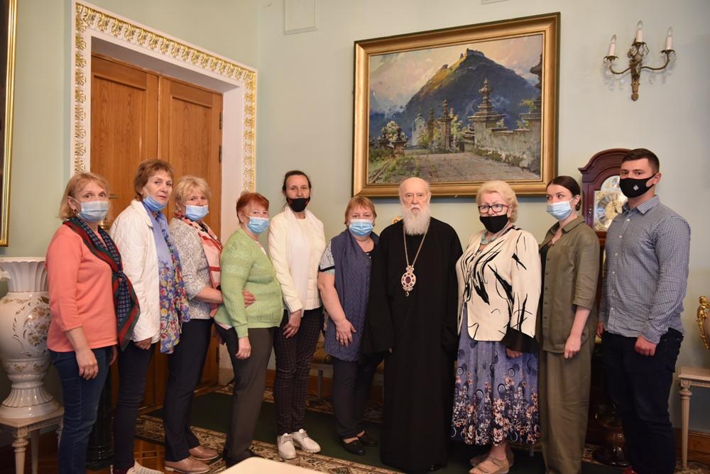 Патріарх Філарет зустрівся з матерями заручників та безвісти зниклих захисників України
