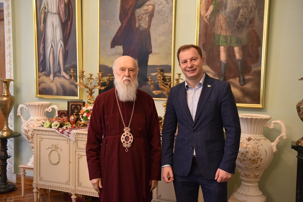 Патріарх Філарет зустрівся з громадським і державним діячем Степаном Барною