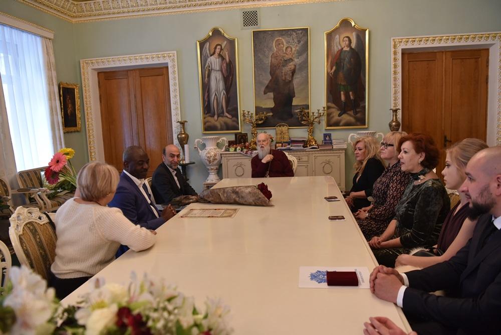 Патріарх Філарет зустрівся з консулом Гвінейської Республіки в Україні Раміном Мансуріяном та медичними працівниками
