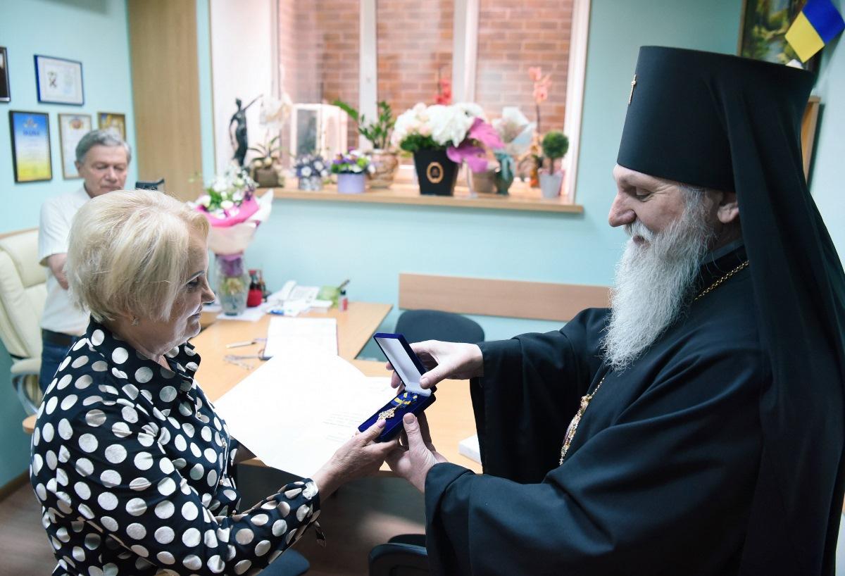 Архієпископ Андрій привітав приватного нотаріуса Лазарєву Л. І. із 70-річчям від Дня народження