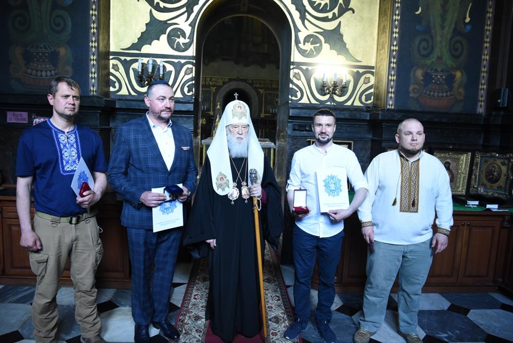 У 7-му річницю визволення Маріуполя Патріарх Філарет відзначив добровольців