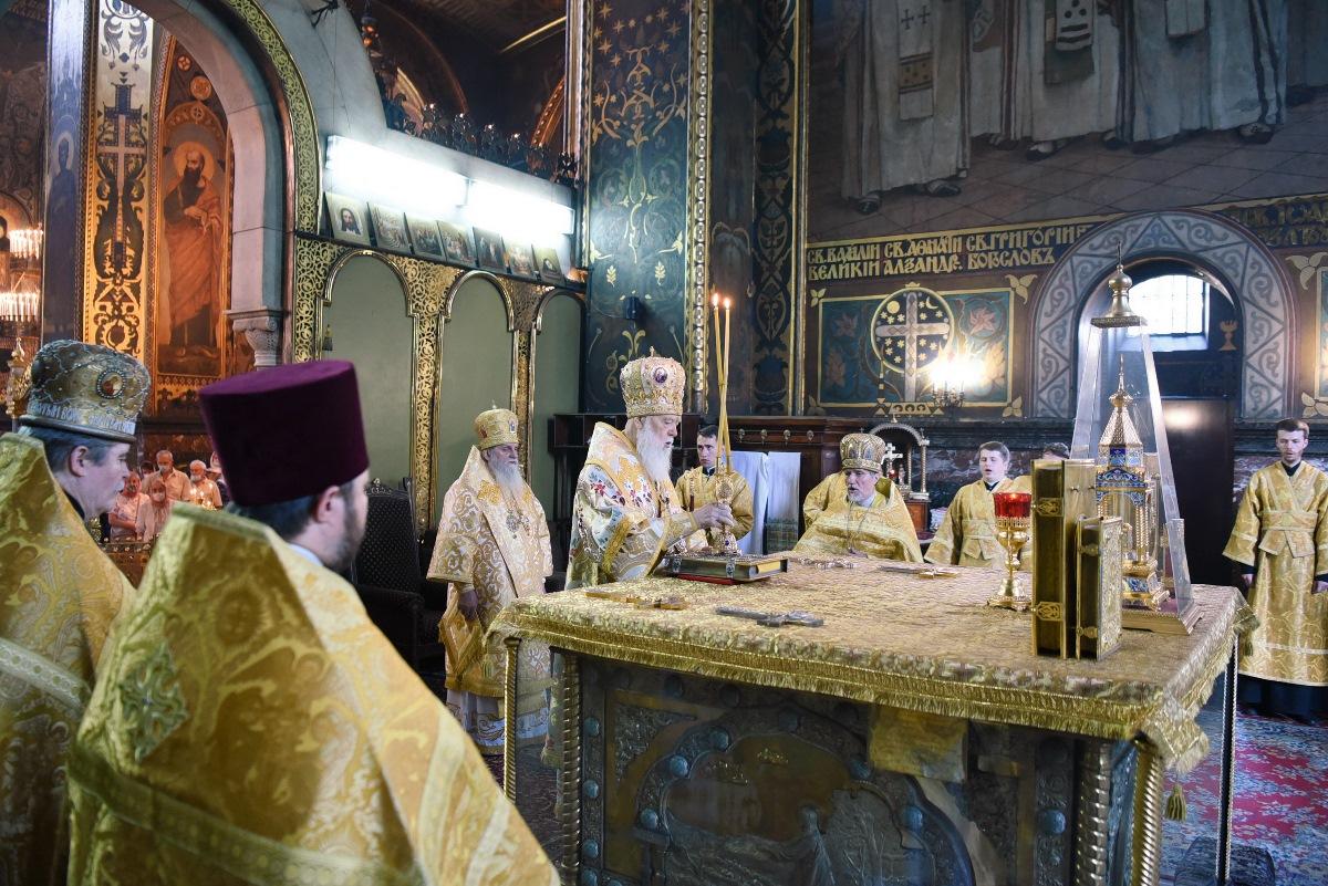 Патріарше богослужіння у неділю всіх святих землі Української