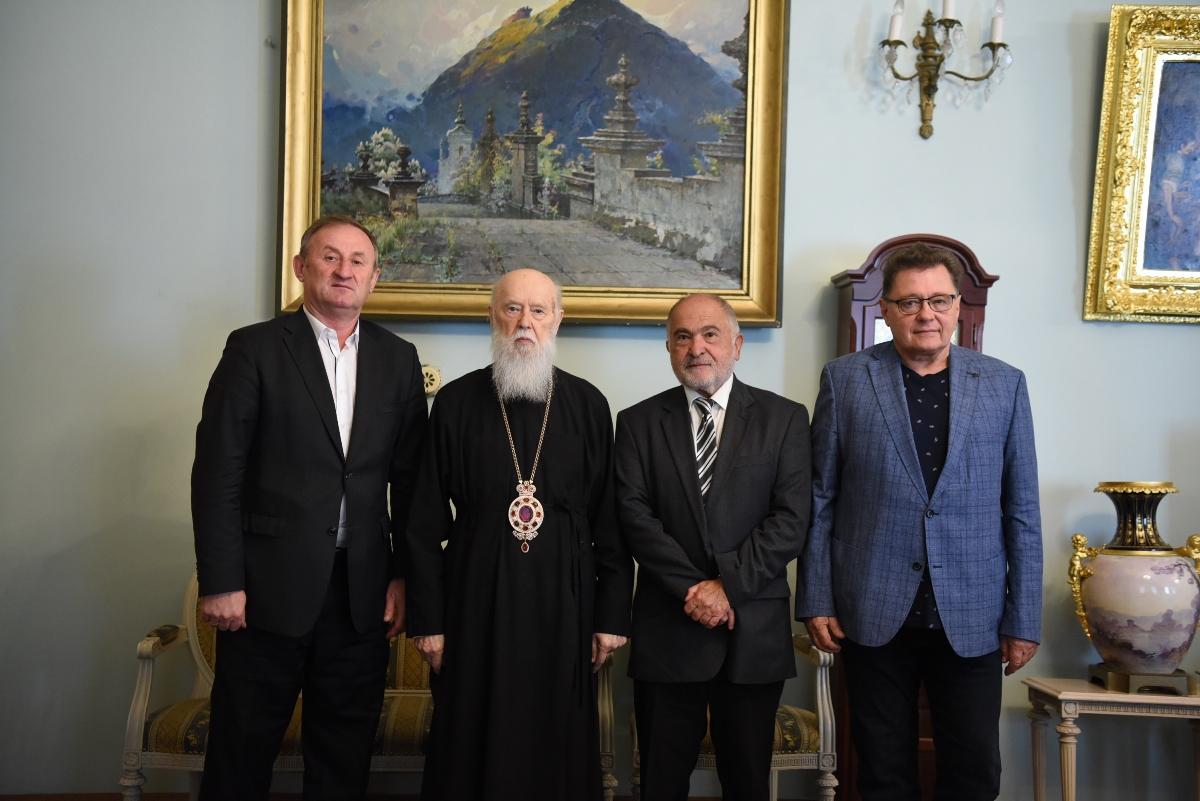Патріарх Філарет зустрівся з українськими громадськими діячами