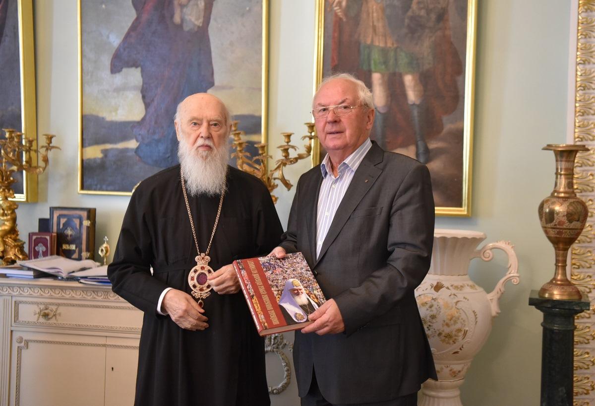 Патріарх Філарет зустрівся з генерал-лейтенантом Олександром Скіпальським
