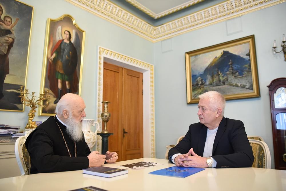 Патріарх Філарет зустрівся з журналістом і науковцем Юрієм Бондарем