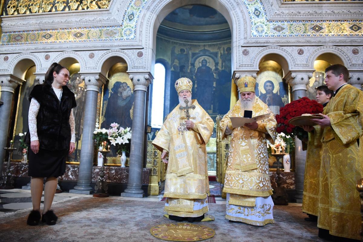 Патріарх Філарет привітав регента патріаршого хору Володимирського собору В.В. Матвієнко з ювілеєм