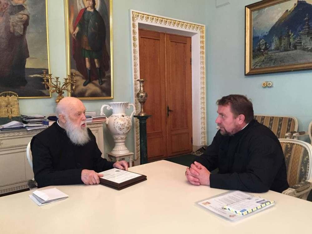 Патріарх Філарет зустрівся з секретарем Вікаріату в США та Канаді